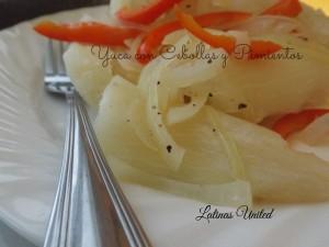 Yuca con cebollas y pimientos